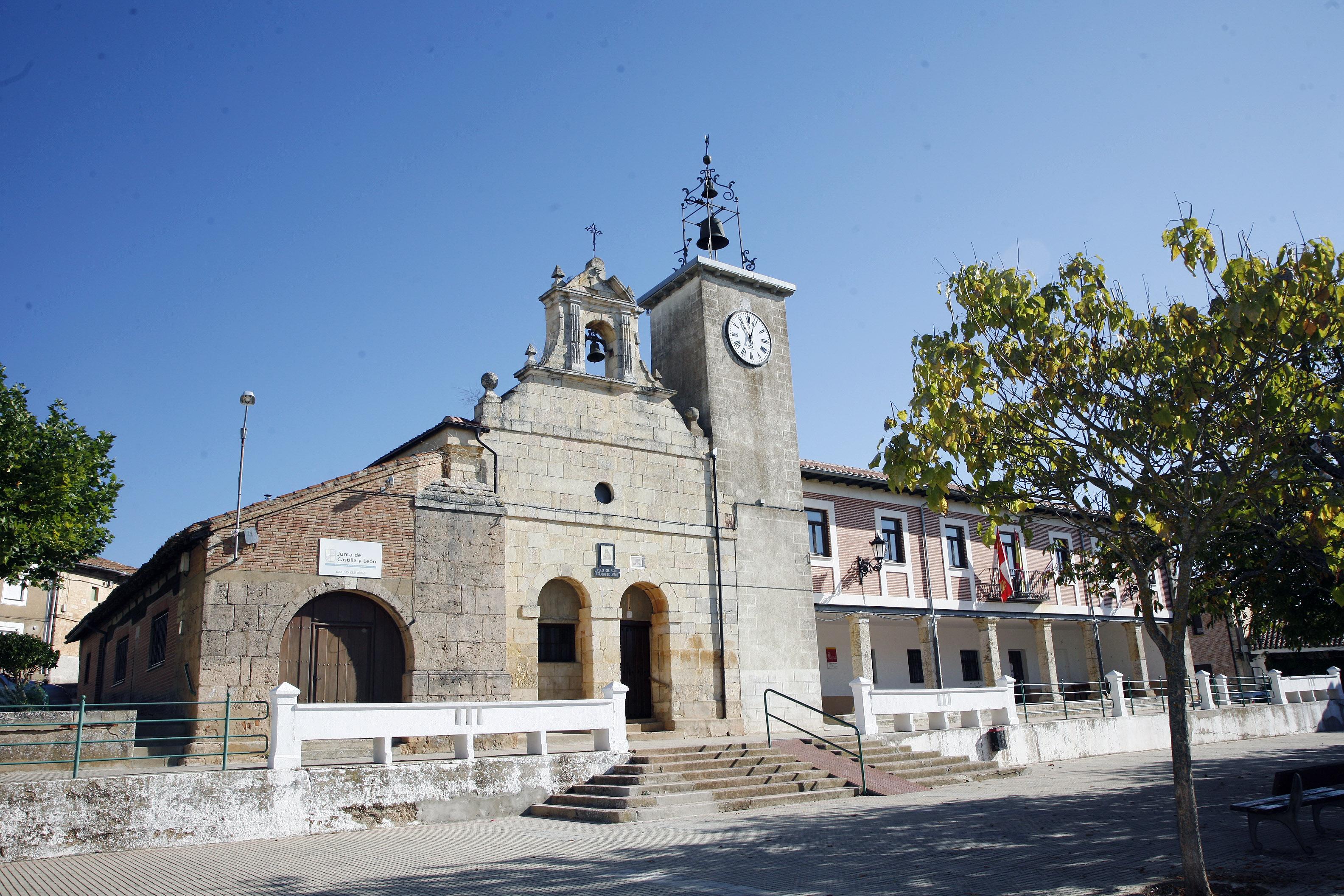 Pradanos de Ojeda Ermita-plaza
